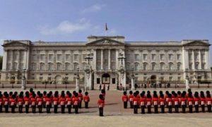 Buckingam Palace, Viaggio breve a Londra