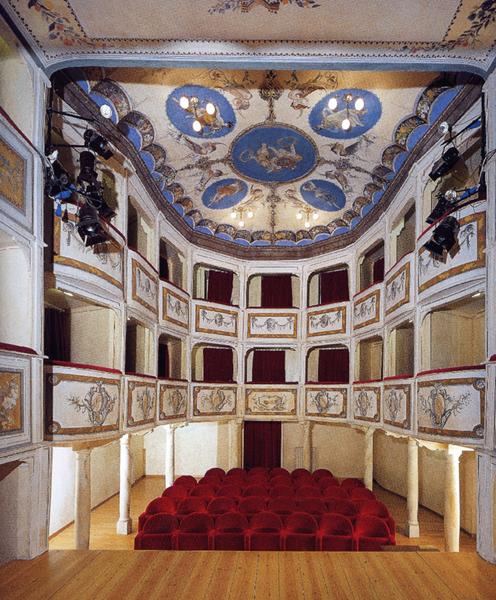 Il più piccolo-grande teatro del mondo? E' in Umbria ed è un fantastico gioie...