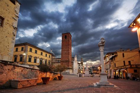 Pietrasanta, un museo a cielo aperto tra lidi famosi