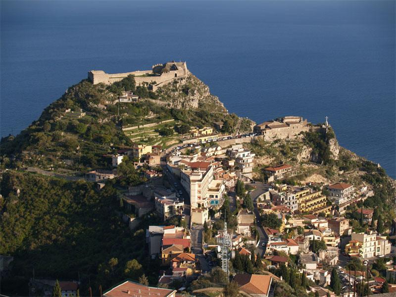 A Castelmola, panorami mozzafiato e relax