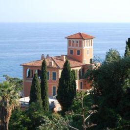 In Riviera, un giardino affacciato sul mare