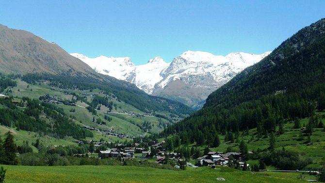 Val d'Ayas, natura e relax ai piedi del Monte Rosa