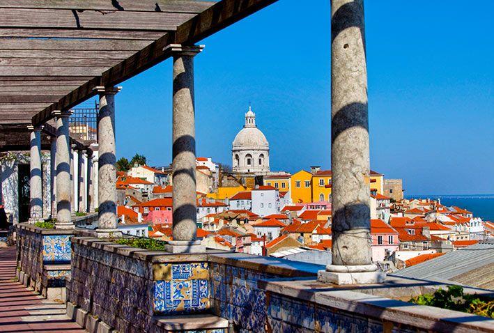 Lisbona, voli low cost e hotel con vista