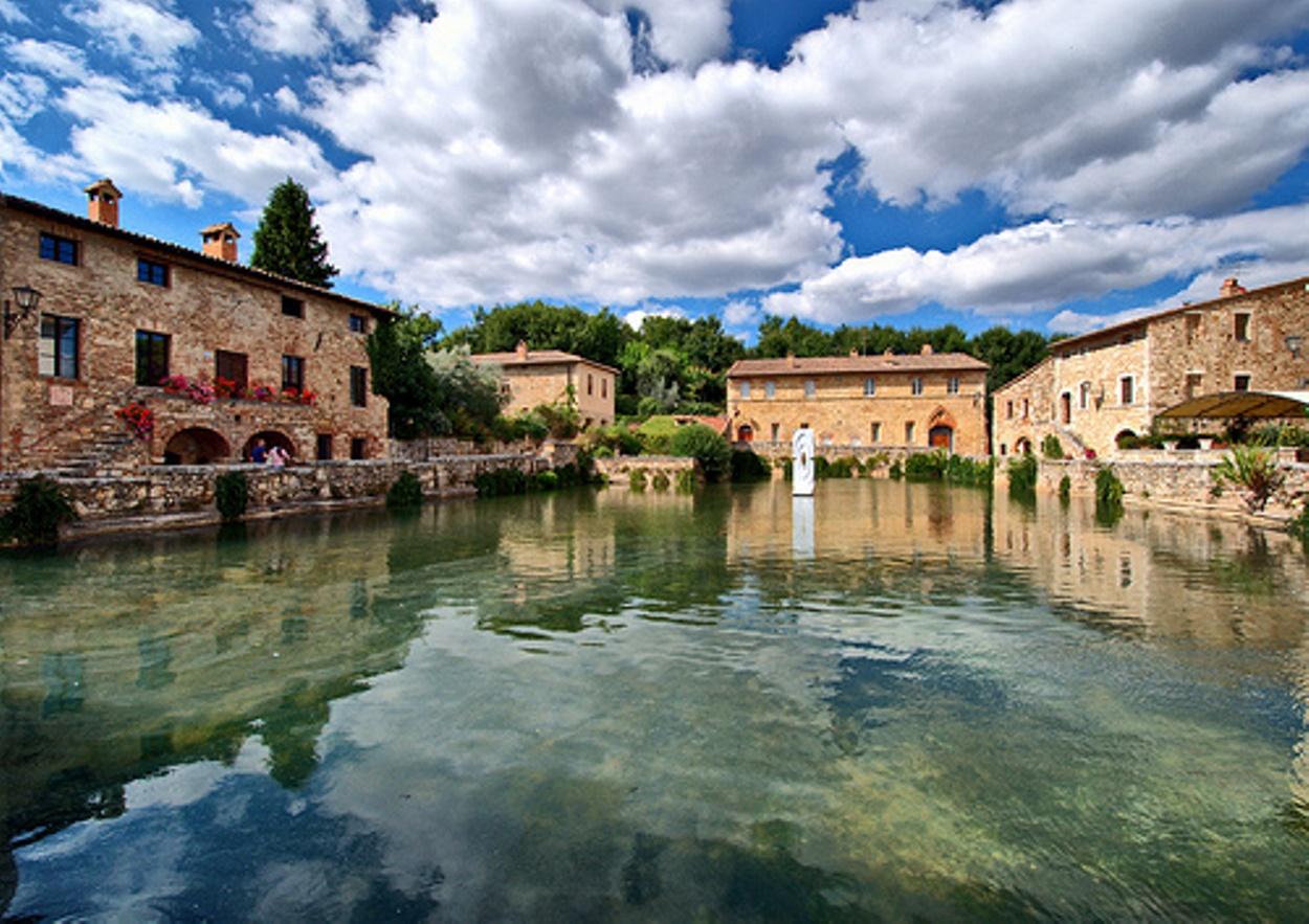 Bagno vignoni terme relax e benessere nel cuore della for Arredo bagno valle d aosta