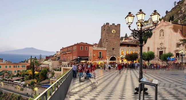 Taormina, una perla sul Mediterraneo