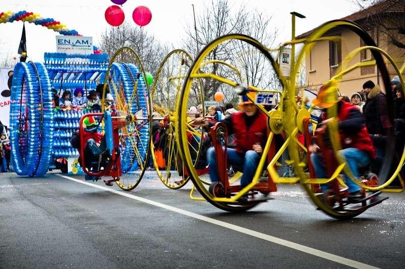 Carnevale dei Fantaveicoli di Imola: bizzarra sfilata su ruote