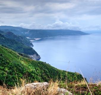 In Calabria sul Tracciolino, il sentiero a picco sul mare