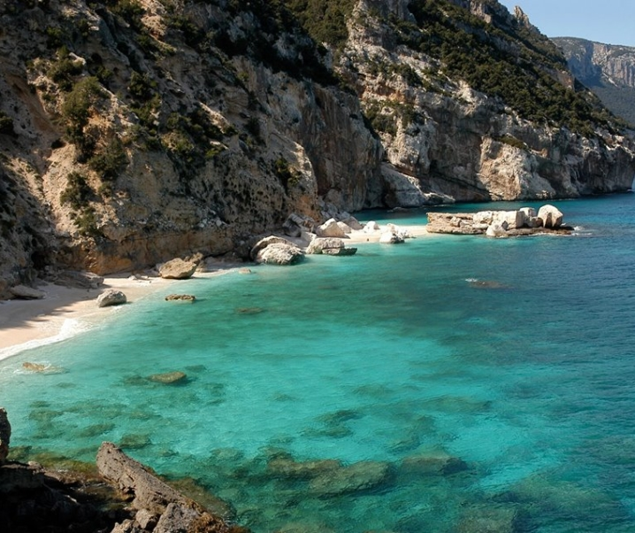 Trekking Selvaggio Blu Sardegna, panorami a picco sul mare e natura mozzafiato