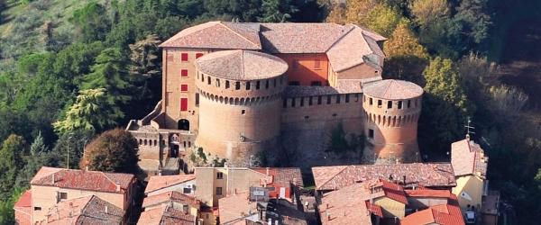 La Rocca Sforzesca di Dozza, la bellezza del passato nel borgo dei murales
