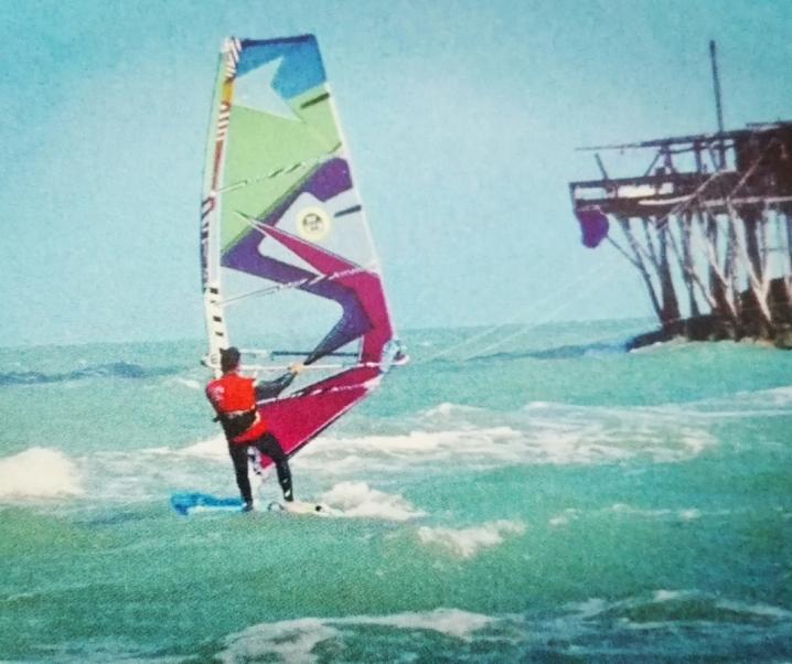 Surf, kitesurf e windsurf in Puglia: un mare di divertimento