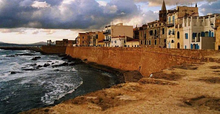 Weekend ad Alghero, tra città antica, spiagge e mare d'incanto