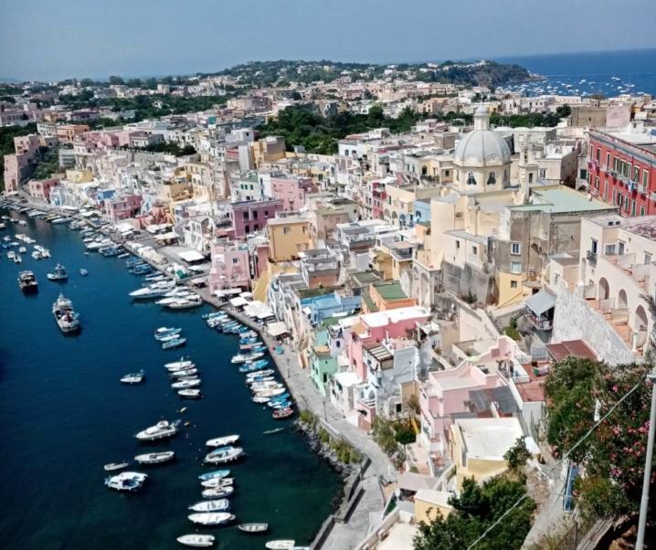 Vacanza a Procida, tra spiagge, mare e atmosfere antiche