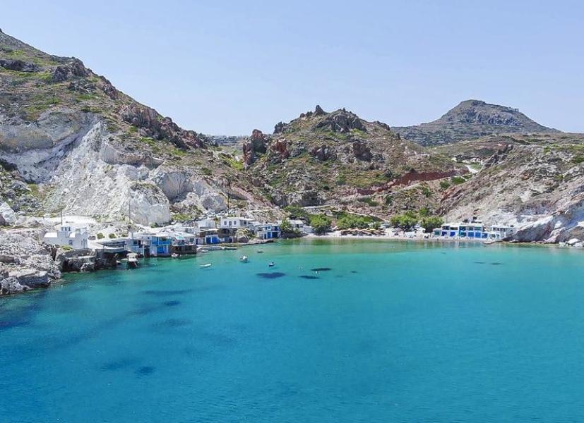 Vacanze sulle isole greche: quattro rifugi in cui si dorme a pelo d'acqua